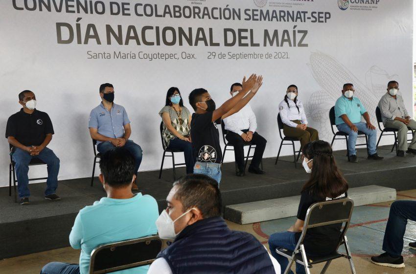 IEEPO y estudiantes de secundaria se suman a conmemoración del Día Nacional del Maíz