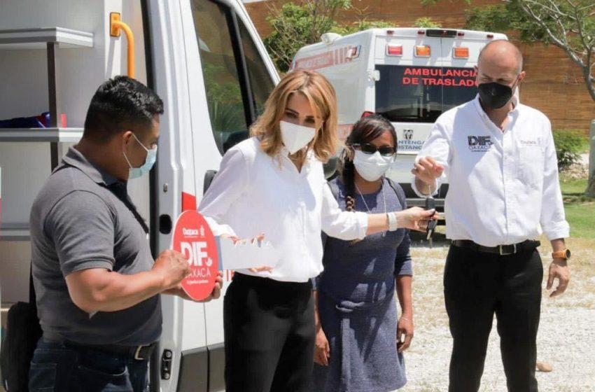 DIF Estatal continúa con la entrega de ambulancias de traslado, en beneficio de los municipios de las 8 regiones