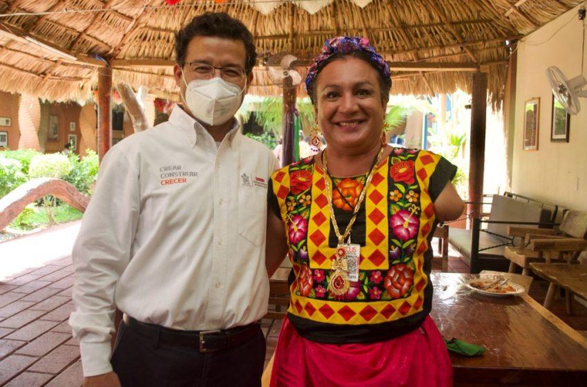 Titular de la Sebien atiende compromisos en gira de trabajo por Juchitán